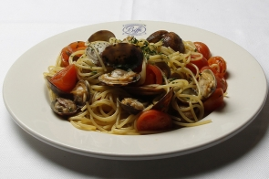 Spaghetti with Clams and Cherry Tomato
